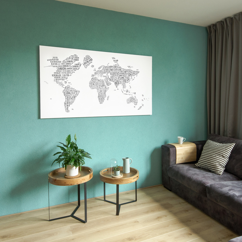 Wereldkaart-Typografie in woonkamer-LR